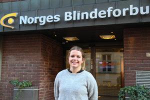 Hilde Greve Mo: Kull 11 – 2018. Hadde praksistida si i Firda, der ho også fekk halde fram i journalistvikariat. Hausten 2019 flytte ho til Oslo då ho vart tilsett i Blindeforbundet.